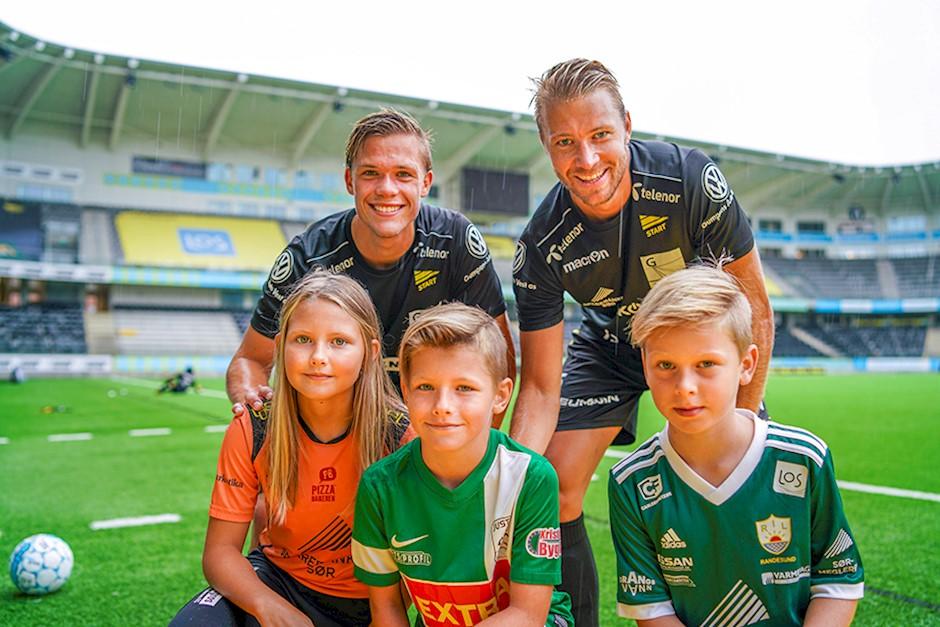 4dc439b9 Fotball hele dagen. Et møte med forbilder - IK Start - Barn i Byen